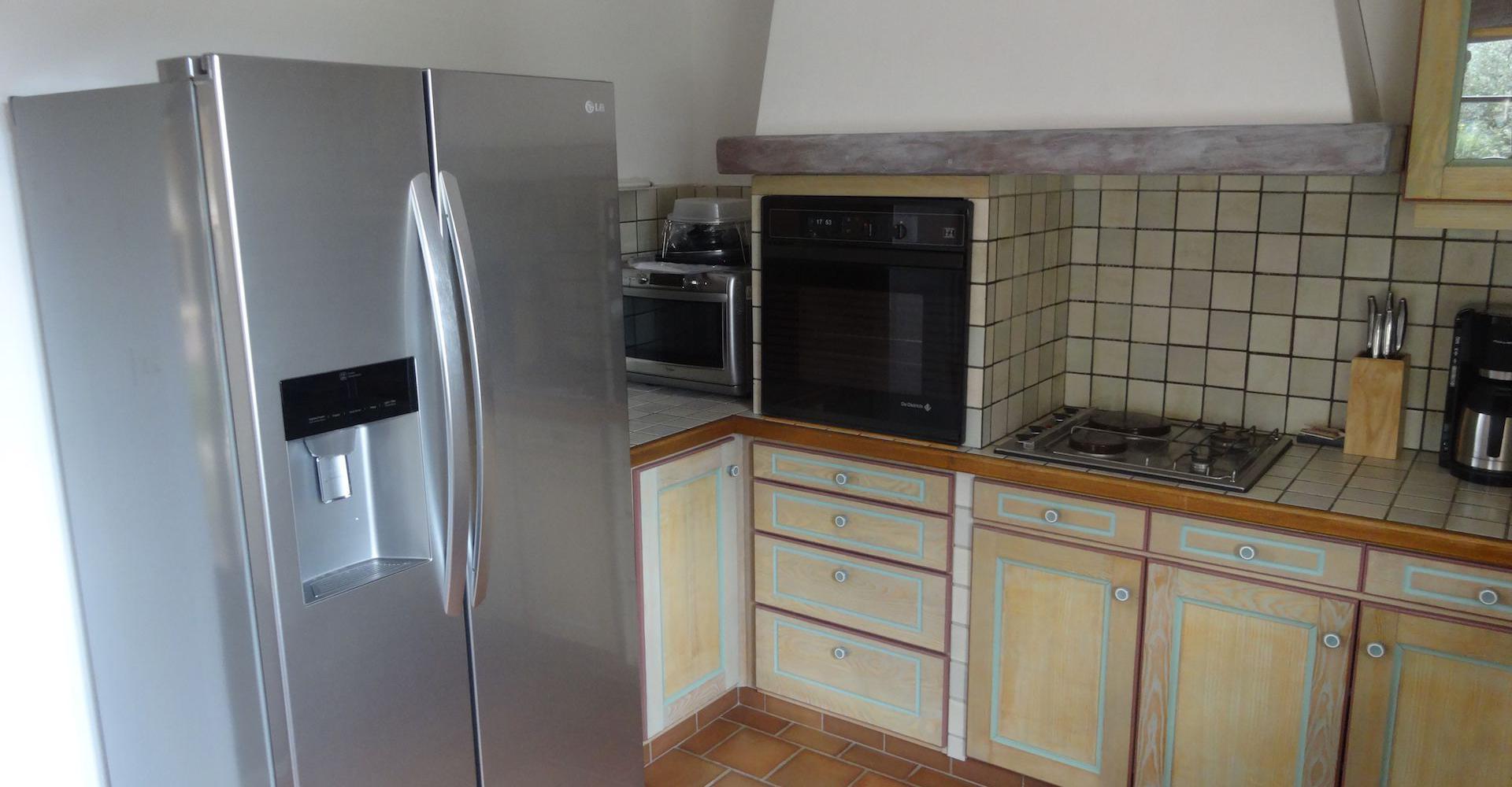 Moderne keuken villa ventoux - Moderne betegelde vloer ...